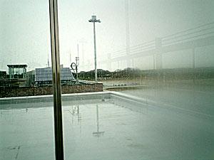 100321 茨城空港のガラス壁